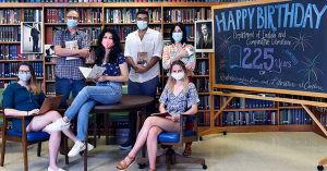 Students and faculty featured in Carolina Arts and Sciences feature on ECL 225.
